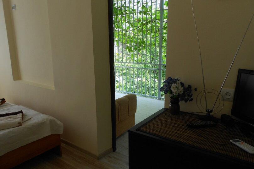 Уютный дом в центре Гагры, Апсны, 25-а на 7 комнат - Фотография 8