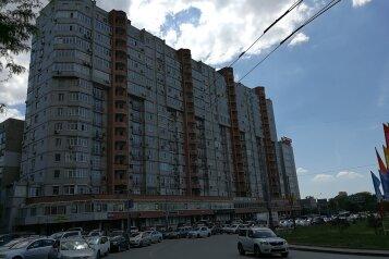 2-комн. квартира, 100 кв.м. на 5 человек, площадь Гагарина, 6/87, Ростов-на-Дону - Фотография 1