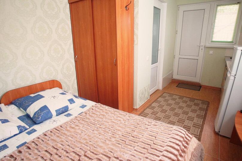 С отдельным входом №5 (одна двуспальная кровать), Лавровая улица, 19, Геленджик - Фотография 1