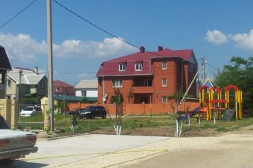 Гостевой дом в Витязево, улица Толстого, 35 на 16 номеров - Фотография 2