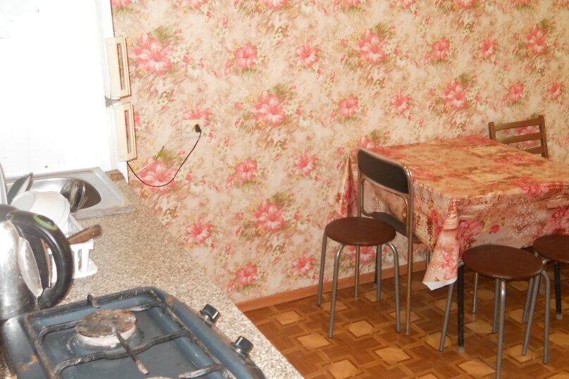 """Гостевой дом """"У Валеры"""", Школьная улица, 1 на 2 комнаты - Фотография 36"""
