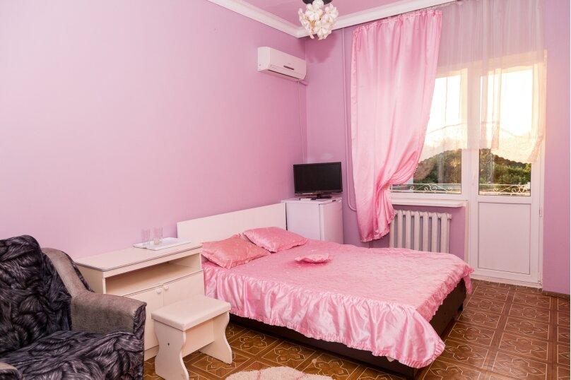 3 местный комфорт(удобства на два номера), Партизанская улица, 16, Дивноморское - Фотография 1