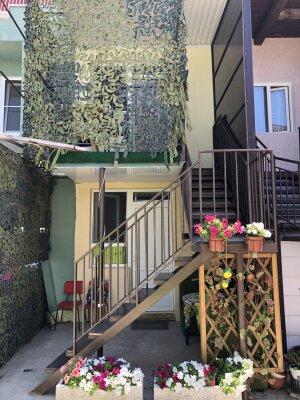 Дом под ключ 26м,  2 этажа, до 6 человек, 2 комнаты, с отдельным двориком на улице., 26 кв.м. на 6 человек, 2 спальни, Ивана Голубца , 66, Центр, Анапа - Фотография 1