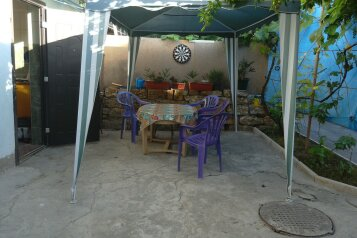 Два небольших дома в уютном дворе, улица 8 Марта на 2 номера - Фотография 1
