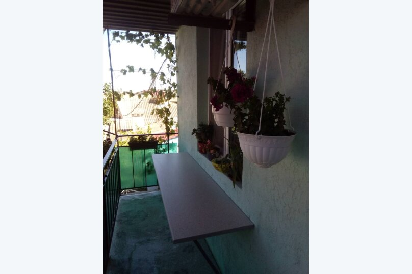 Гостевой домик из трёх раздельных комнат с цветочным балконом, 50 кв.м. на 8 человек, 3 спальни, Русская улица, 61/6А, Феодосия - Фотография 16