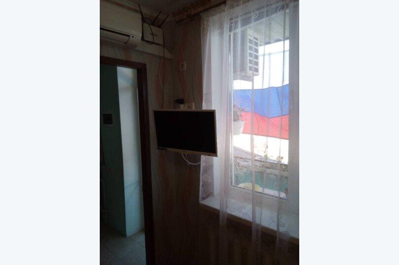 Гостевой домик из трёх раздельных комнат с цветочным балконом, 50 кв.м. на 8 человек, 3 спальни, Русская улица, 61/6А, Феодосия - Фотография 17