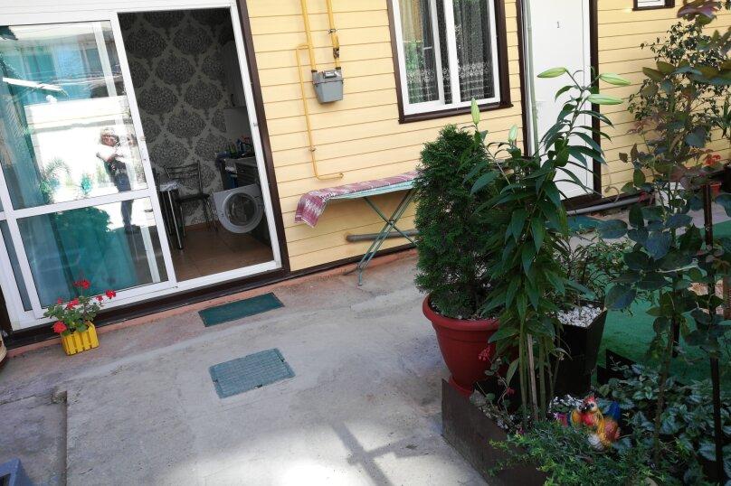 """Гостевой дом """"На Павлика Морозова 25"""", улица Павлика Морозова, 25 на 7 комнат - Фотография 1"""