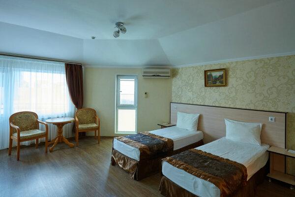 Отель , улица Богдана Хмельницкого, 48 на 24 номера - Фотография 1