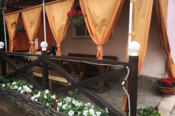 """Мини-гостиница """"У Кристины"""", Просвещенская улица, 40 на 7 комнат - Фотография 1"""