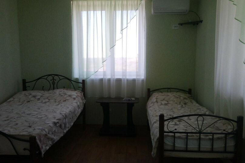 Трёхместный полулюкс с балконом, Лавандовая , 13, Щелкино - Фотография 1