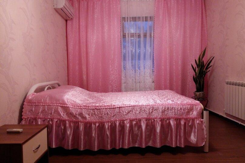 """Гостевой дом """"На Таманской 72"""", Таманская улица, 72 на 7 комнат - Фотография 1"""
