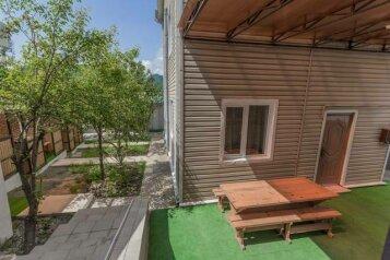 Гостевой дом, улица Черноморье на 12 номеров - Фотография 1