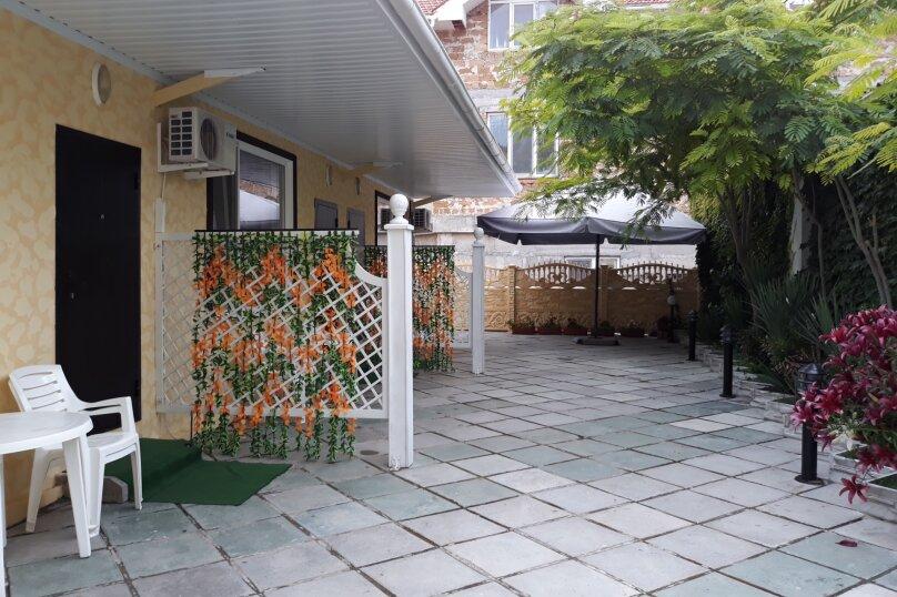 """База отдыха """"Коттеджи на Коробкова"""", улица Володарского, 41 на 3 номера - Фотография 1"""