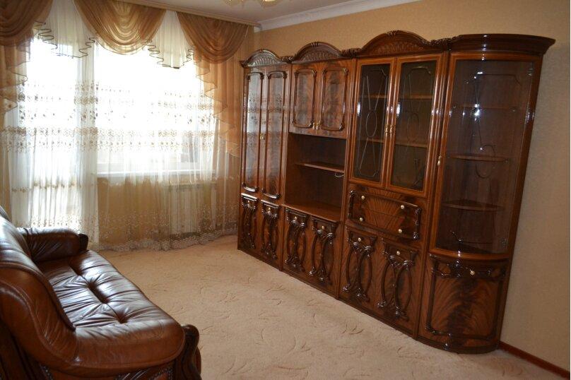 2-комн. квартира, 60 кв.м. на 2 человека, Индустриальное шоссе, 7, Керчь - Фотография 1