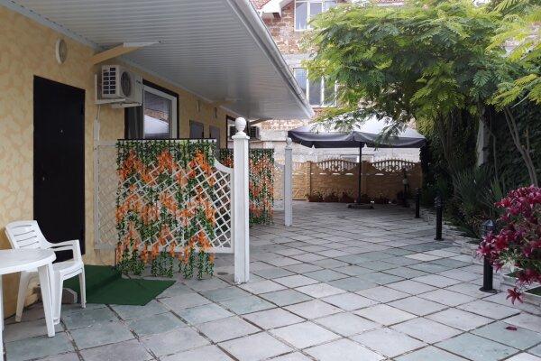Коттеджи на Коробкова, улица Володарского, 41 на 3 номера - Фотография 1