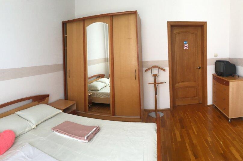 Номер с двуспальной кроватью и доп местом, Цветочная улица, 2, Геленджик - Фотография 1