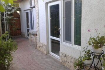Благоустроенные номера в тихом уютном тенистым дворике, улица Партизанки Прокопенко, 32 на 2 номера - Фотография 1