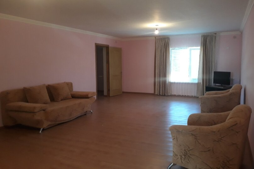 Второй этаж дома с отдельным входом, 100 кв.м. на 8 человек, 3 спальни, Матвиенко, 37, Солнечная Долина - Фотография 3