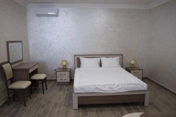Люкс:  Номер, Люкс, 4-местный, Гостиница, улица Мальченко на 5 номеров - Фотография 3