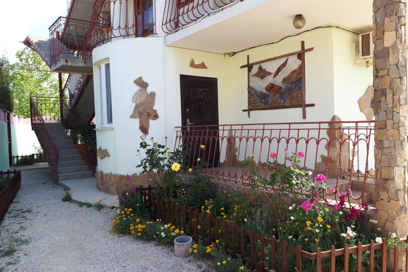 """Гостевой дом """"Iron Lion"""", улица Юнус Кандым, 1 на 5 комнат - Фотография 1"""