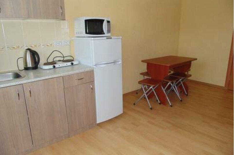 2-х комнатный 6-ти местный номер, Таманская улица, 10, ПК Кавказ, Голубицкая - Фотография 2