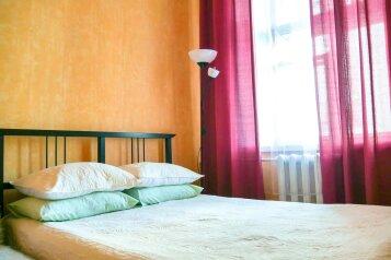 2-комн. квартира, 55 кв.м. на 6 человек, Садовая улица, 32, метро Садовая, Санкт-Петербург - Фотография 1