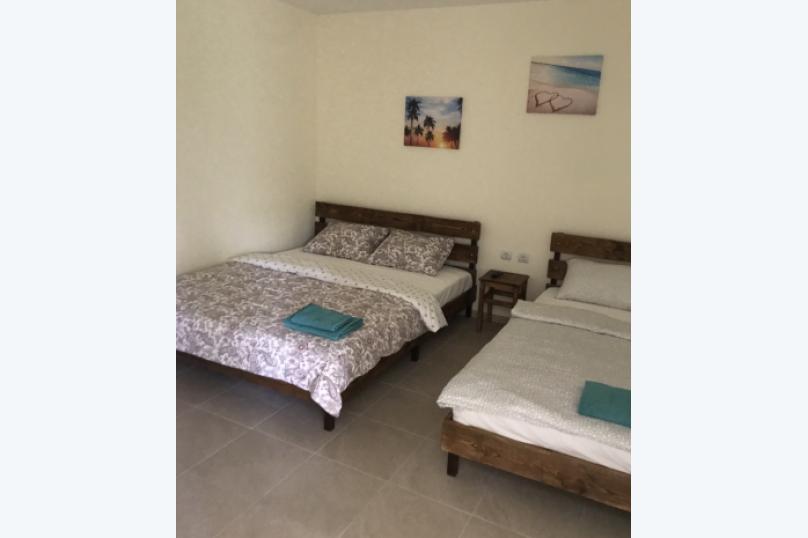Трёхместный номер с собственной ванной комнатой и возможность доп.места, Луначарского, 50, Геленджик - Фотография 1