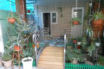 Семейный гостевой дом, улица Шевченко на 5 номеров - Фотография 1