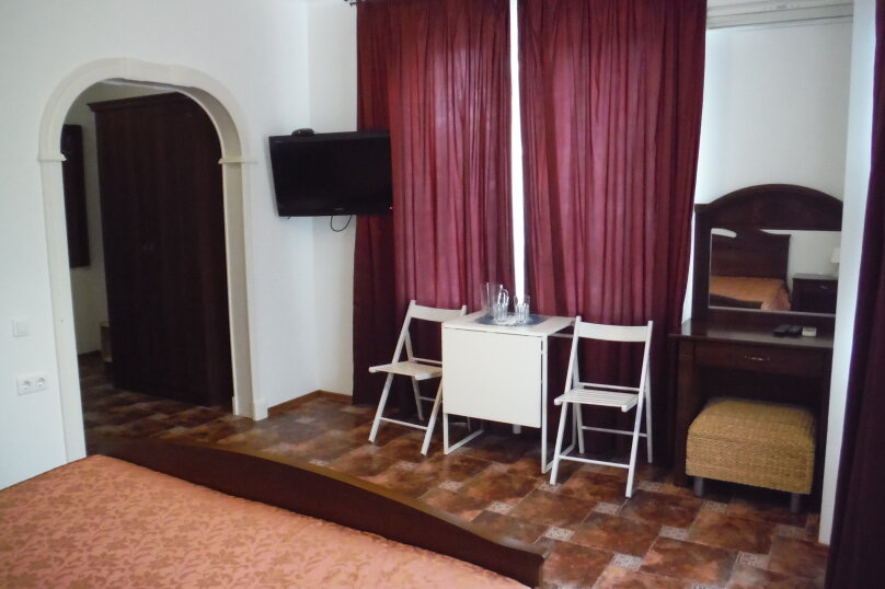 Двухместный номер с большой двухспальной кроватью , Курганная улица, 15, Геленджик - Фотография 1