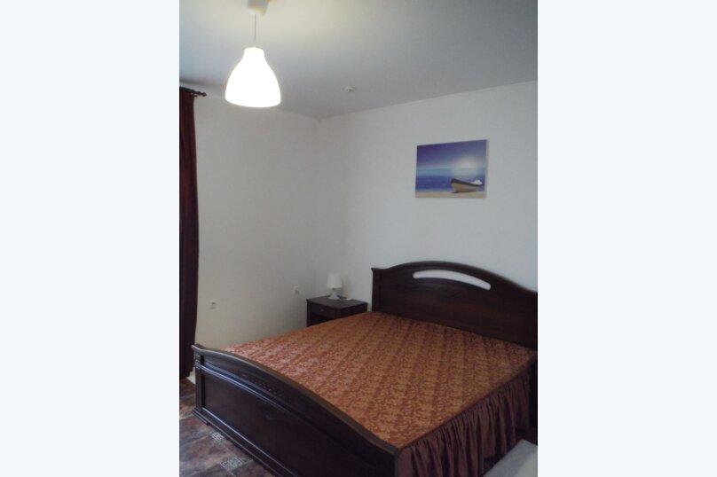 Двухместный номер с большой двухспальной кроватью , Курганная улица, 15, Геленджик - Фотография 2
