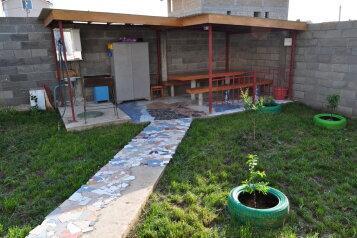 Дом, 70 кв.м. на 9 человек, 4 спальни, улица Людмилы Бобковой, 74, Севастополь - Фотография 1