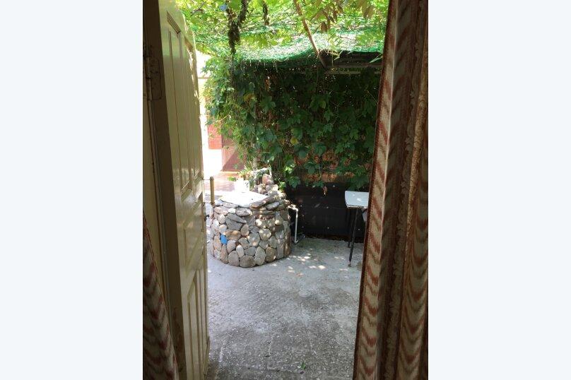 Домик с беседкой, рядом с летней кухней (цивилизованный с/у и душевая кабина в отдельной постройке в 10 метрах), улица Луначарского, 220, Геленджик - Фотография 7