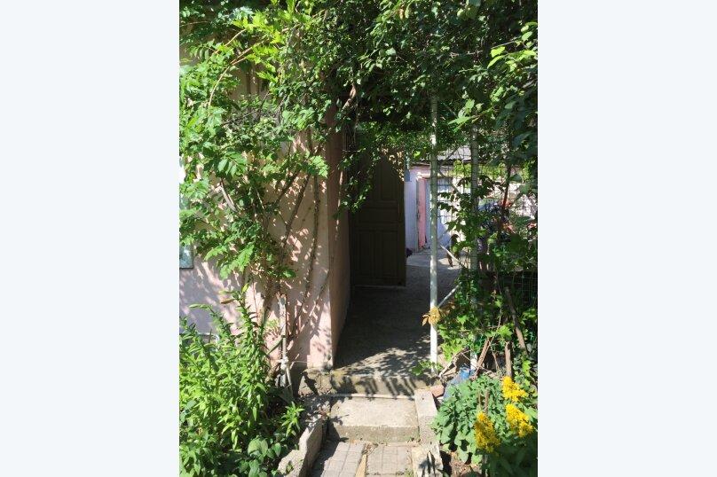 Домик с беседкой, рядом с летней кухней (цивилизованный с/у и душевая кабина в отдельной постройке в 10 метрах), улица Луначарского, 220, Геленджик - Фотография 8