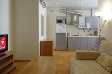 2-комн. квартира, 47 кв.м. на 5 человек, Невский проспект, Санкт-Петербург - Фотография 1