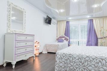 2-комн. квартира, 80 кв.м. на 7 человек, Свирская улица, 22, Лазаревское - Фотография 1