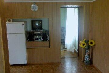 Дом, 50 кв.м. на 3 человека, 2 спальни, улица 60-летия СССР, 4, Черноморское - Фотография 1