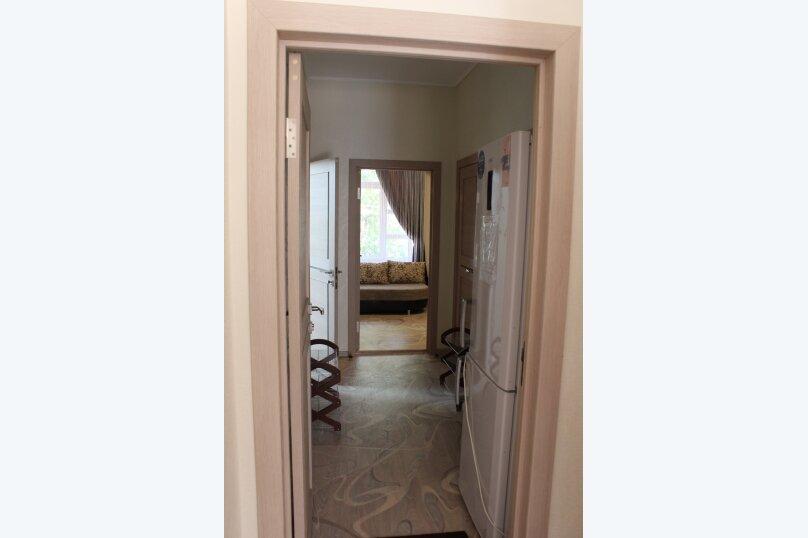 Двухкомнатный номер для большой и дружной семьи , Нижнесадовая улица, 148, Ейск - Фотография 1