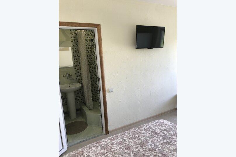 Трёхместный номер с собственной ванной комнатой без возможности доп места, Луначарского, 50, Геленджик - Фотография 3