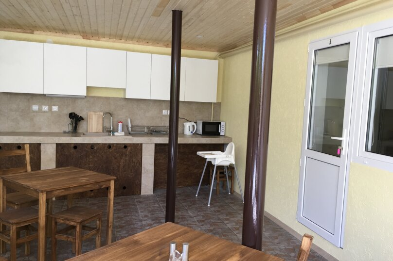 Бюджетный номер с общей душевой и общим туалетом, Луначарского, 50, Геленджик - Фотография 2