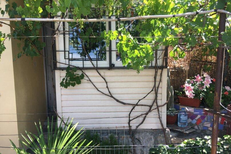 Маленький уютный домик для 1-2 человек, 9 кв.м. на 2 человека, 1 спальня, улица Руданского, 9, Ялта - Фотография 11