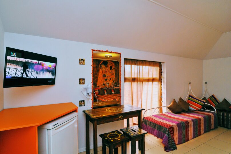 4-х местная семейная комната в мансарде, Школьный переулок, 30А, Коктебель - Фотография 8