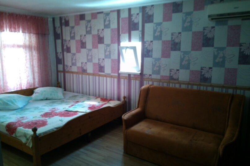 Дом-дача до 12 человек, 4 комнаты, большой двор, 200 кв.м. на 12 человек, 4 спальни, Раздольненское шоссе, 4, Евпатория - Фотография 13
