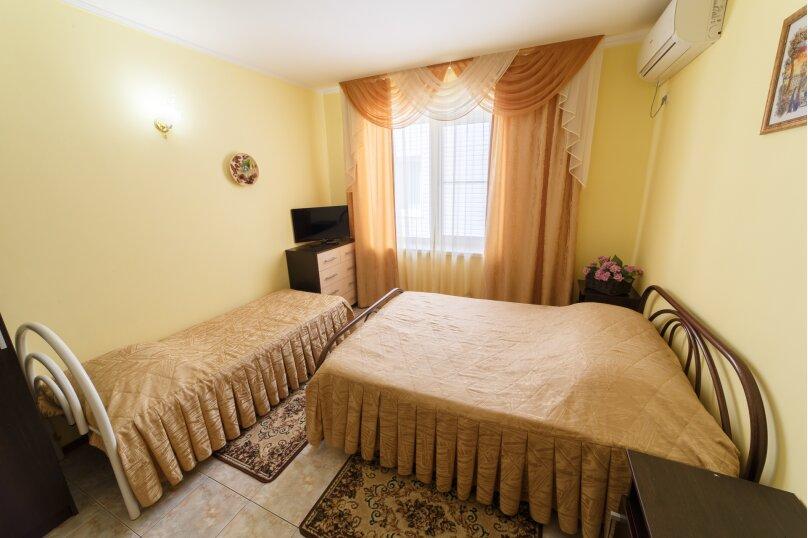 5. 3х  местный номер с двуспальной кроватью без балкона, улица Центральная, 27, Витязево - Фотография 1