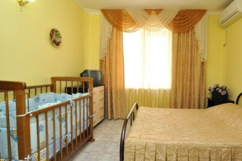 5. 3х  местный номер с двуспальной кроватью без балкона, улица Центральная, 27, Витязево - Фотография 2