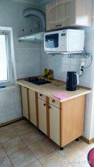 Двухэтажный домик, 40 кв.м. на 4 человека, 2 спальни, улица Ленина, 14, Алупка - Фотография 4
