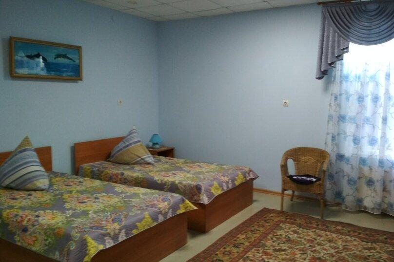 4-х местный двухкомнатный, улица Горшковой, 105, Приморско-Ахтарск - Фотография 1