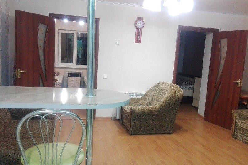3-комн. квартира, 62 кв.м. на 8 человек, улица Пушкина, 34, Евпатория - Фотография 1