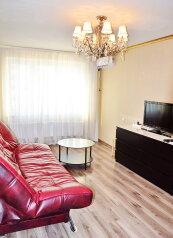 2-комн. квартира, 57 кв.м. на 5 человек, улица Байбакова, Краснодар - Фотография 1