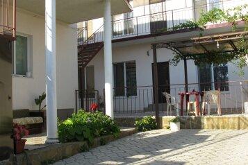 Гостевой дом в частном секторе центральной части города., улица Железнякова на 2 номера - Фотография 1