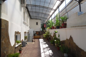 Сдам отдельный двух-комнатный дом, 45 кв.м. на 5 человек, 2 спальни, улица Сладкова, Севастополь - Фотография 1